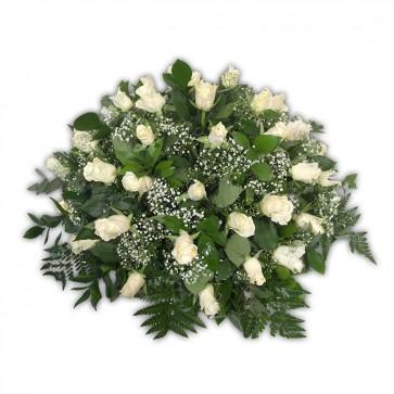 Biedermeijer witte rozen met gipskruid