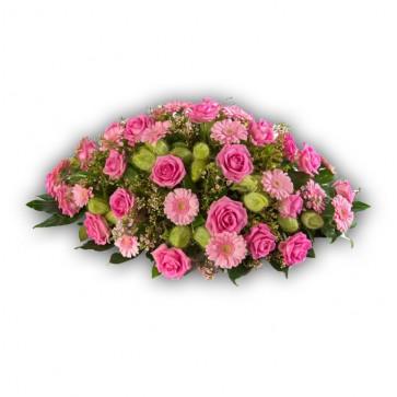 Roze gerbera's en rozen met bijmaterialen
